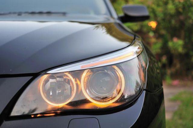 lampu sorot utama mobil